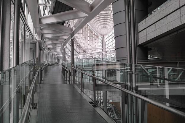 Photos: 無機質な回廊
