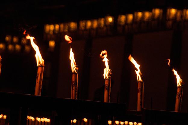 真ん中の炎がポニーテイルのダンサーに見える(爆)大阪四天王寺のお盆2012