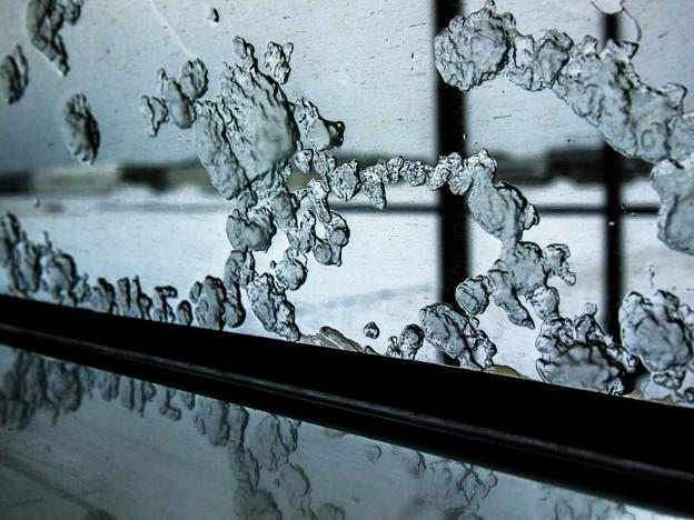 Photos: 窓に氷が着いているから