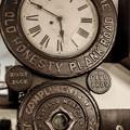 味のある掛け時計、柱時計