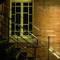 夜、窓、階段、映り込み、レトロ、街角