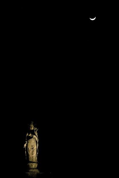 闇の中の大谷観音と月2011/3/9-1