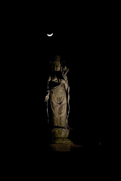 闇の中の大谷観音と月2011/3/9-2