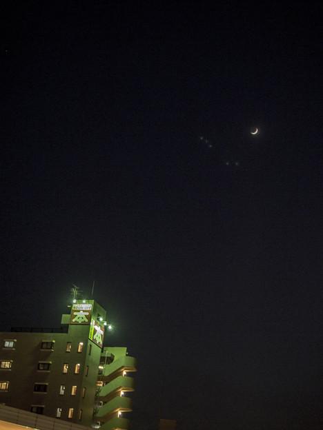 UFO好きの、皆さん!天空に五つの点が(爆)