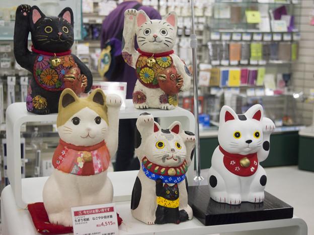 Photos: 柔らかい招き猫は安くない(爆)@左手揚げ招き猫10