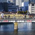Photos: 鉄橋を渡る人々@diorama