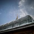 東京ジャーミイのモスクへの通路の屋根