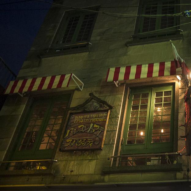 Photos: 夜の窓