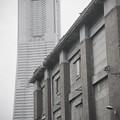 新旧の建物,帝蚕倉庫(北仲BRICK)とランドマークタワー@横浜