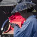 Photos: 人力車の車夫(車婦か(爆))もiPhoneを手放せない時代
