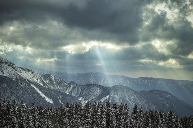 天使の梯子が雲間から - 写真共...