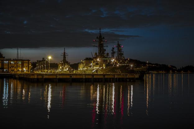 Photos: 横須賀の軍艦のある黄昏