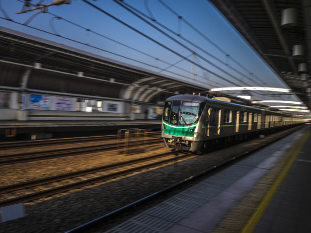 びゅ~ん!@小田急線喜多見駅にての流し撮り