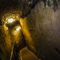 写真: 沖縄の海軍の壕の中