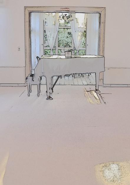 西洋館の中のピアノ
