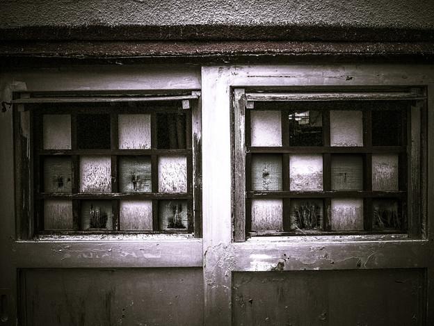 チェス盤の様な窓