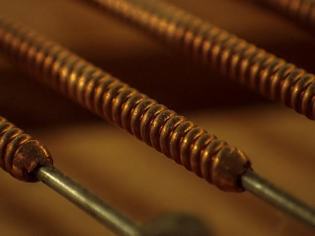 Photos: 巻き線、つまりピアノの低音弦