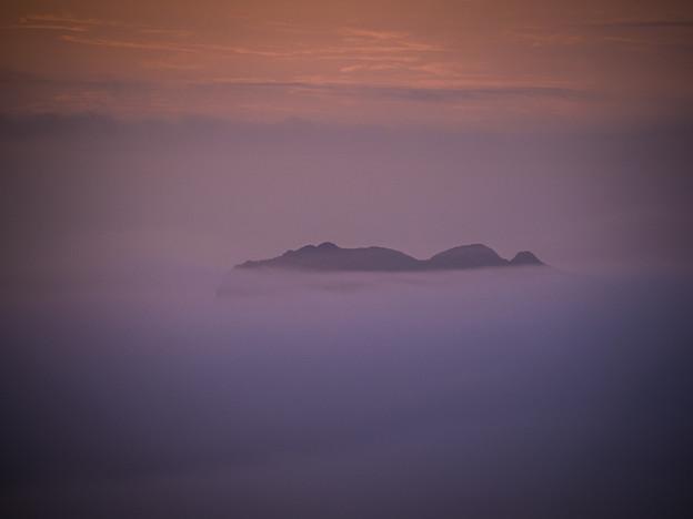 写真: 式根島の夜明け