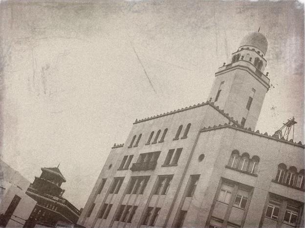 思い切り、昭和初期っぽくしてみた横浜三塔のうち二つ:-)