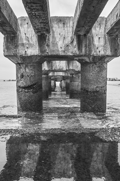 海に突き出た廃墟、、、