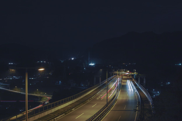 Photos: 街灯の虫の飛んだ軌跡が好き(爆)