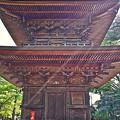 写真: 豪徳寺の三重の塔