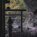 天安河原の洞窟の中から外へ2@宮崎県高千穂