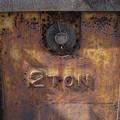 Photos: 2TON