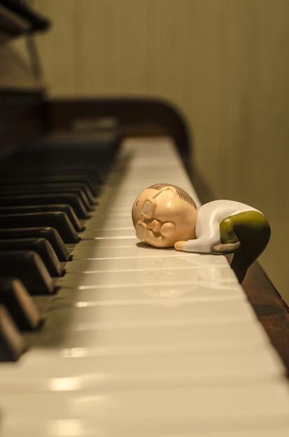 Photos: ピアノの音を全身全霊で聴く