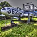 写真: 公園にひっそりと佇む、退役戦闘機