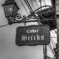 写真: cafeの看板と洋燈
