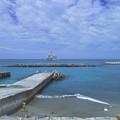 Photos: 港に直接接岸できない