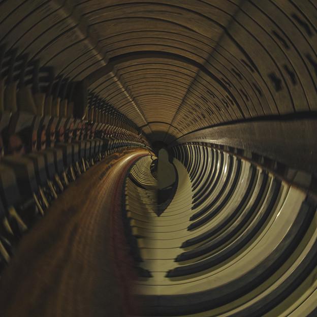 写真: ピアノ・トンネル