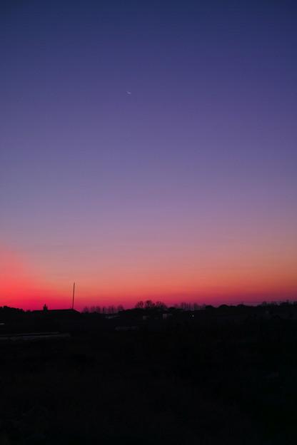 今朝方の、うっす~い月