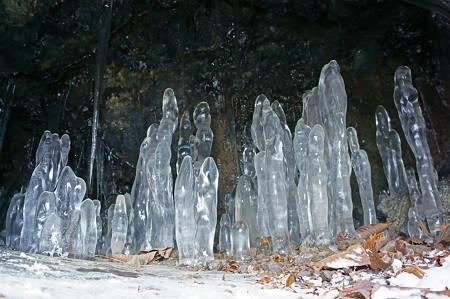 龍棲洞の氷筍