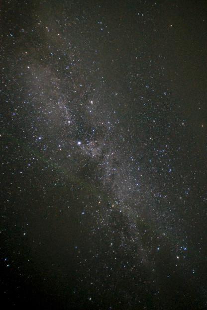 天の川を横切る流星