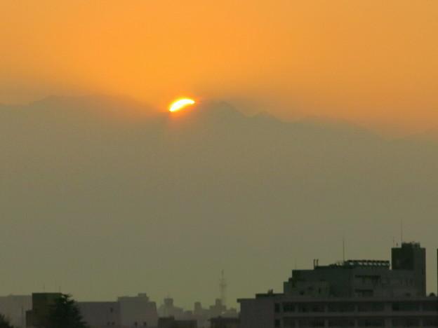 靄から日の出