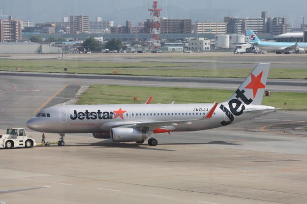 ジェットスター エアバスA320 JA13JJ