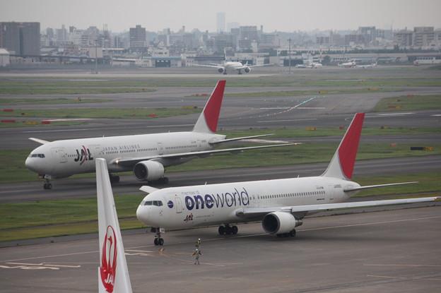 JAL B777とB767oneworld 並び