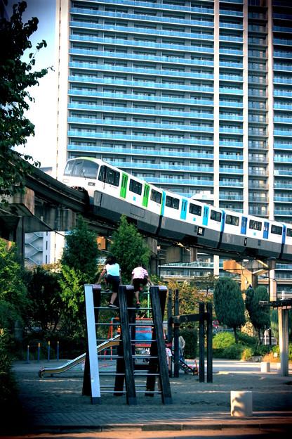 Photos: 東京モノレール VS チビッ子