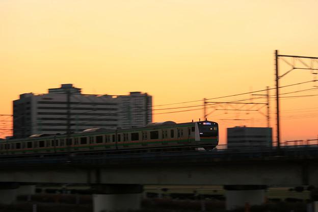 写真: 夕暮れ電車(熱海発宇都宮行)