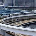 Photos: 新交通 VS モノレール