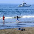 写真: 海辺のサンダル