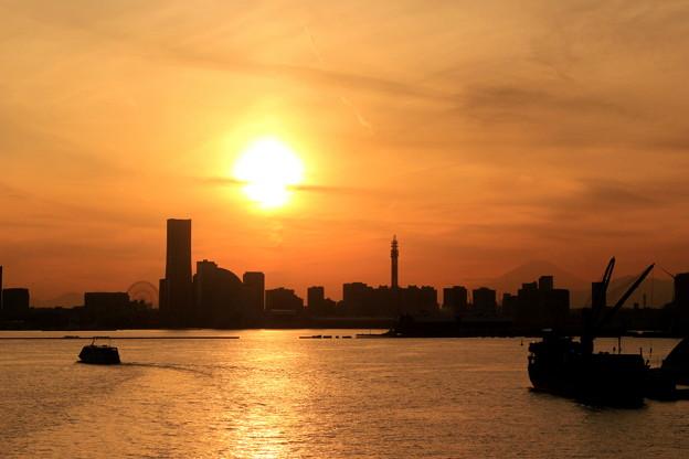 太陽が滲む街