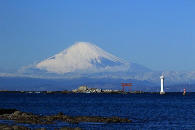 富士と鳥居と灯台と