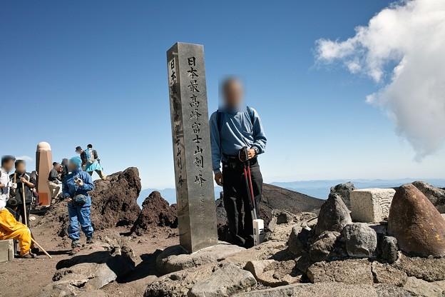 13.富士山 剣ヶ峰での記念撮影 9:02