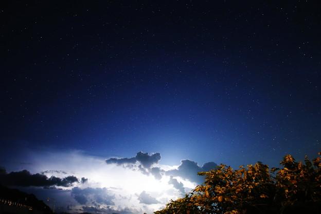 星空に光る雲