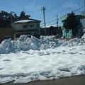 道路わきに積まれた雪