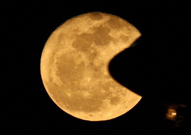 Photos: 十六夜の月と飛行機(大) 2013-01-28