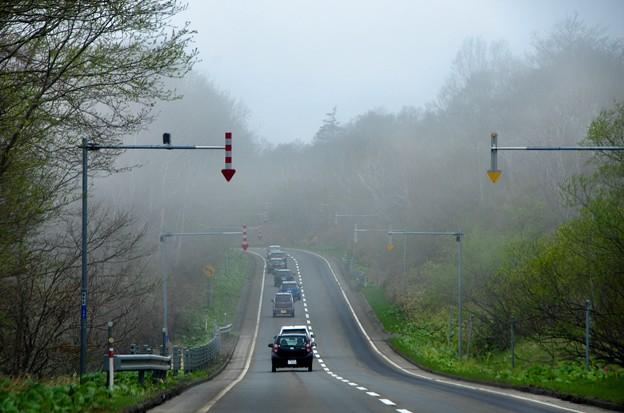 写真00182 国道44号は霧の中の走...